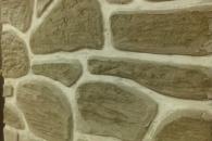 стена из камня в загородном доме